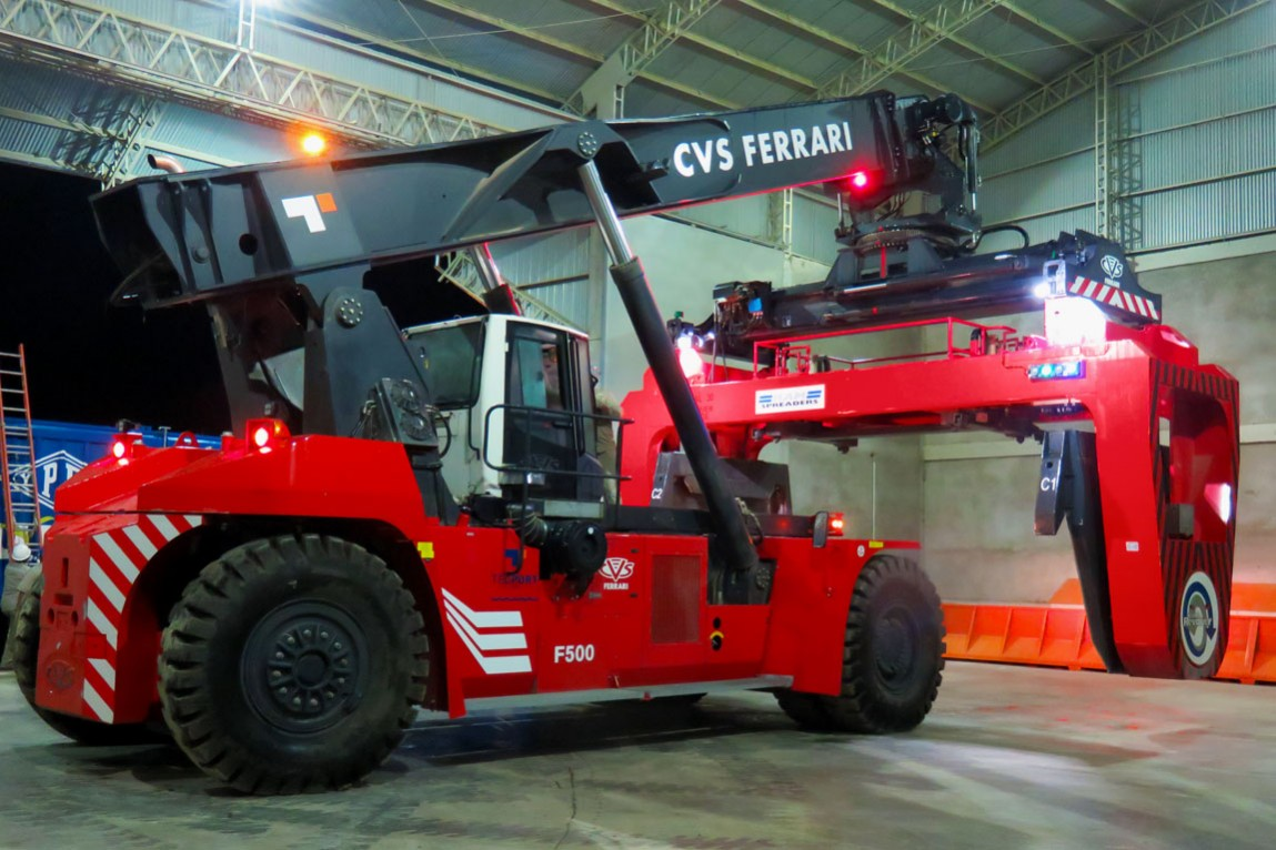 GRAVETAL - CVS FERRARI specially equipped reach stackers