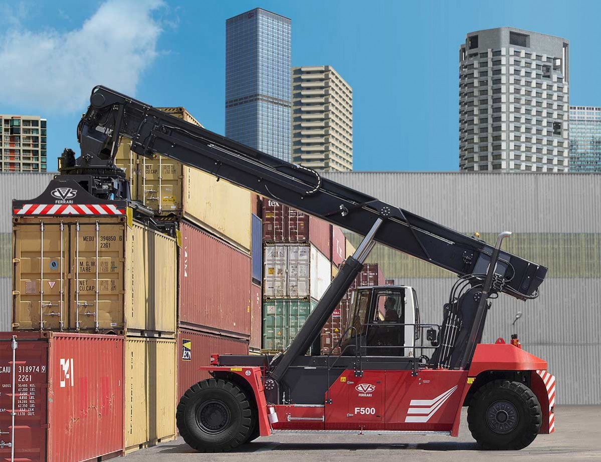 CVS FERRARI - F500 reach stacker - eastbound