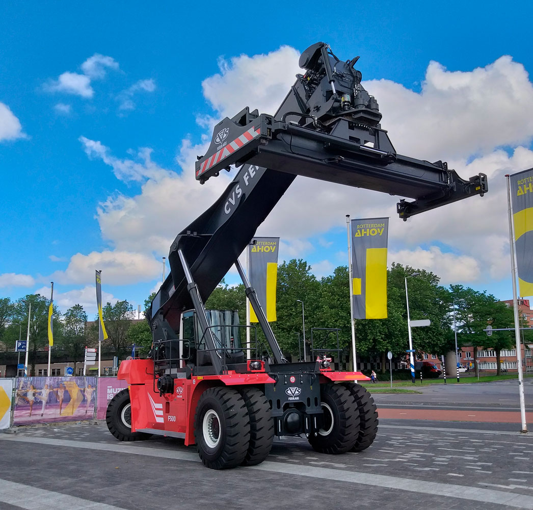 cvs ferrari presents single stage mast hy-lift in successful toc europe 2018