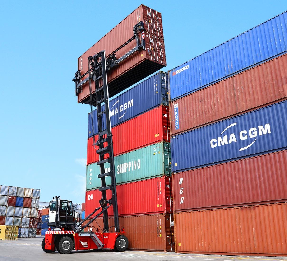 CVS FERRARI - ECH - Empty container handling LIFTRUCKS